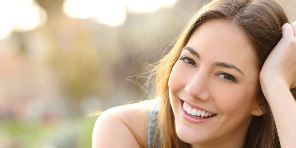 denti bianchi rimedi naturali